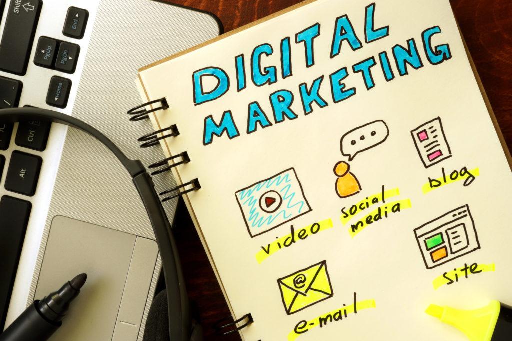 Notepad With Digital Marketing Concept. - Contabilidade em Brasília   Vértice Contadores e Associados S/S Ltda.